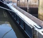 Ein Entlastungsset besteht aus HSR-Rechen und ESK-Wehr. In der Form wird es in Luxemburg montiert. Entlastungssets sind die ideale Kombination von Rechen und Stauklappe. Vorteil: Volle Nutzung der Rechenfläche und Entlastungsmengenerfassung